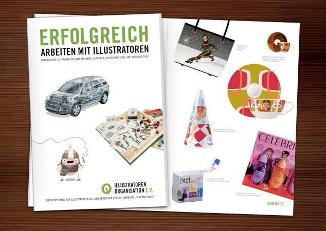 Foto der IO-Broschüre Erfolgreich Arbeiten mit Illustratoren mit Abbildungen von illustrierten Produkten wie der Wintermädchen Tasche und der Celebrity Imposters Parfumverpackung von Iris Luckhaus