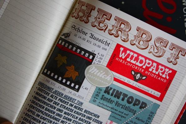 Foto vom Herbstglück mit Fotostreifen, Eintrittskarten für Wildpark und Kino sowie einer Liste, was im Herbst glücklich macht, im Lily Lux Notizbuch