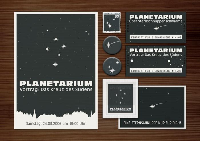 Corporate Identity, Logo und Grafik Design für Werbung, Schilder, Poster, Postkarten, Flyer, Eintrittskarten und Buttons für die Ausstellung Kreuz des Südens in Lily Lux Planetarium