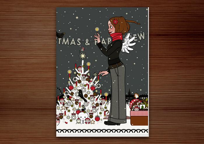 Hochformatige Weihnachtskarte mit der Zeichnung von einem Mädchen mit Engelsflügeln, das im Schnee im winterlichen Park Geschenke verteilt und einen Weihnachtsbaum mit Meisenknödeln geschmückt hat und nun die Kerzen anzündet, für Lily Lux