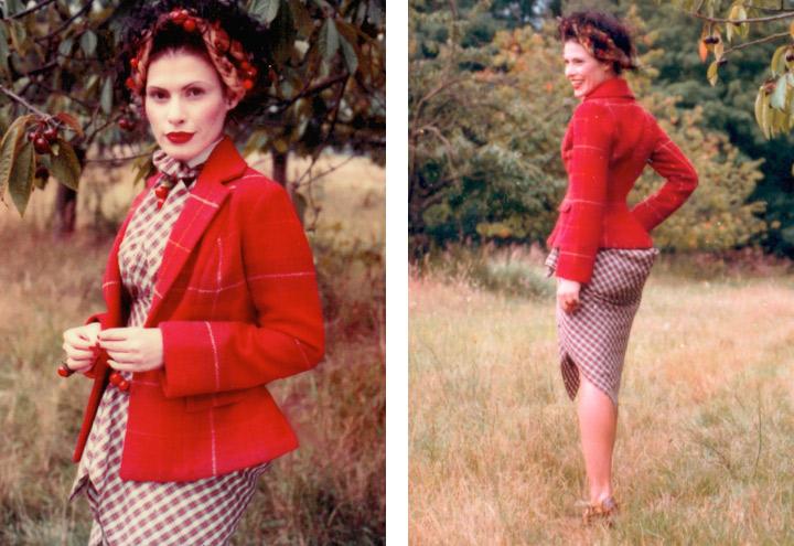Outfit Sommerfrische mit Sommerkleid, Jagdjacke, Haarkranz und Kirschen aus der Tartan Kollektion mit Kleidungsstücken nach teilweise historischen Originalschnitten von Iris Luckhaus