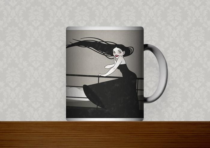Kaffeetasse mit der Zeichnung mit Tusche und Collage von einem koketten Mädchen im Sturm an der Relings an Bord eines Ozeandampfers oder Schiffs auf hoher See