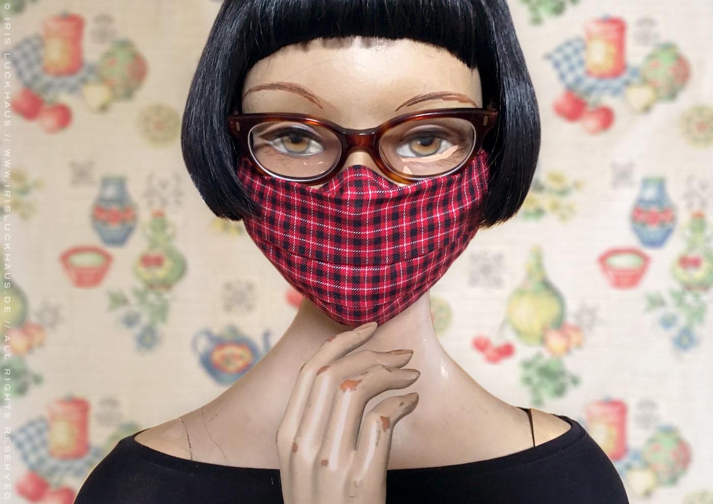 Optimierte Hybrid-Maske, Behelfsmaske, Alltagsmaske, Mundmaske, Mund-Nase-Maske oder Mund-Nase-Bedeckung zum Selbstnähen mit Anleitung, Schnittmuster und Schablone auf Stoff mit Nasenbügel, Filteröffnung und Tunnelzug für Ohrhaöter und Kopfbändel von Iris Luckhaus