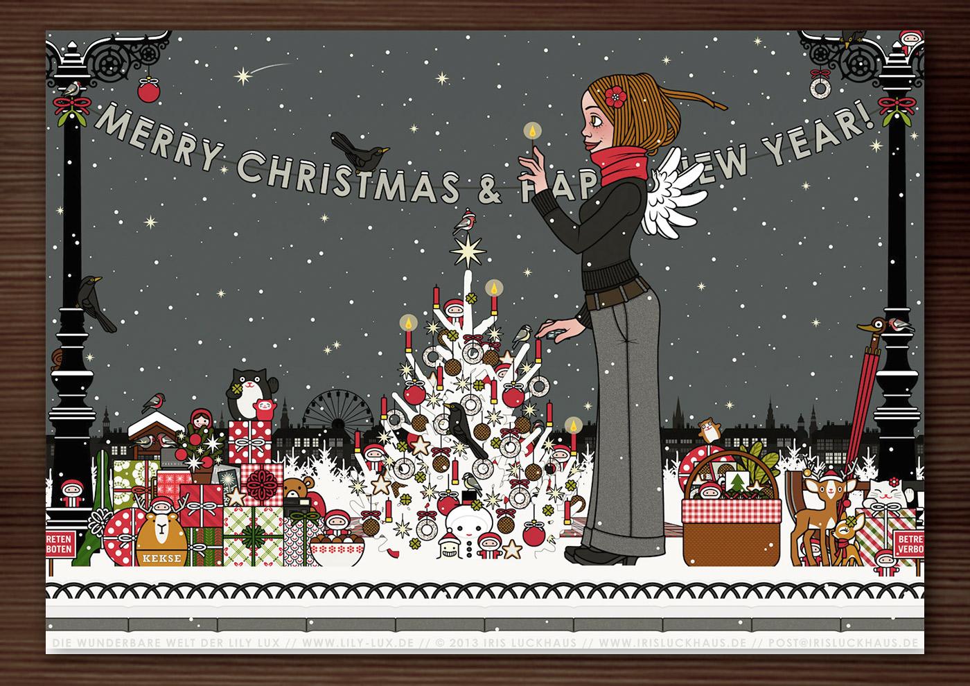 Weihnachtskarte mit der Zeichnung von einem Mädchen mit Engelsflügeln, das im Schnee im winterlichen Park Geschenke verteilt und einen Weihnachtsbaum mit Meisenknödeln geschmückt hat und nun die Kerzen anzündet, für Lily Lux