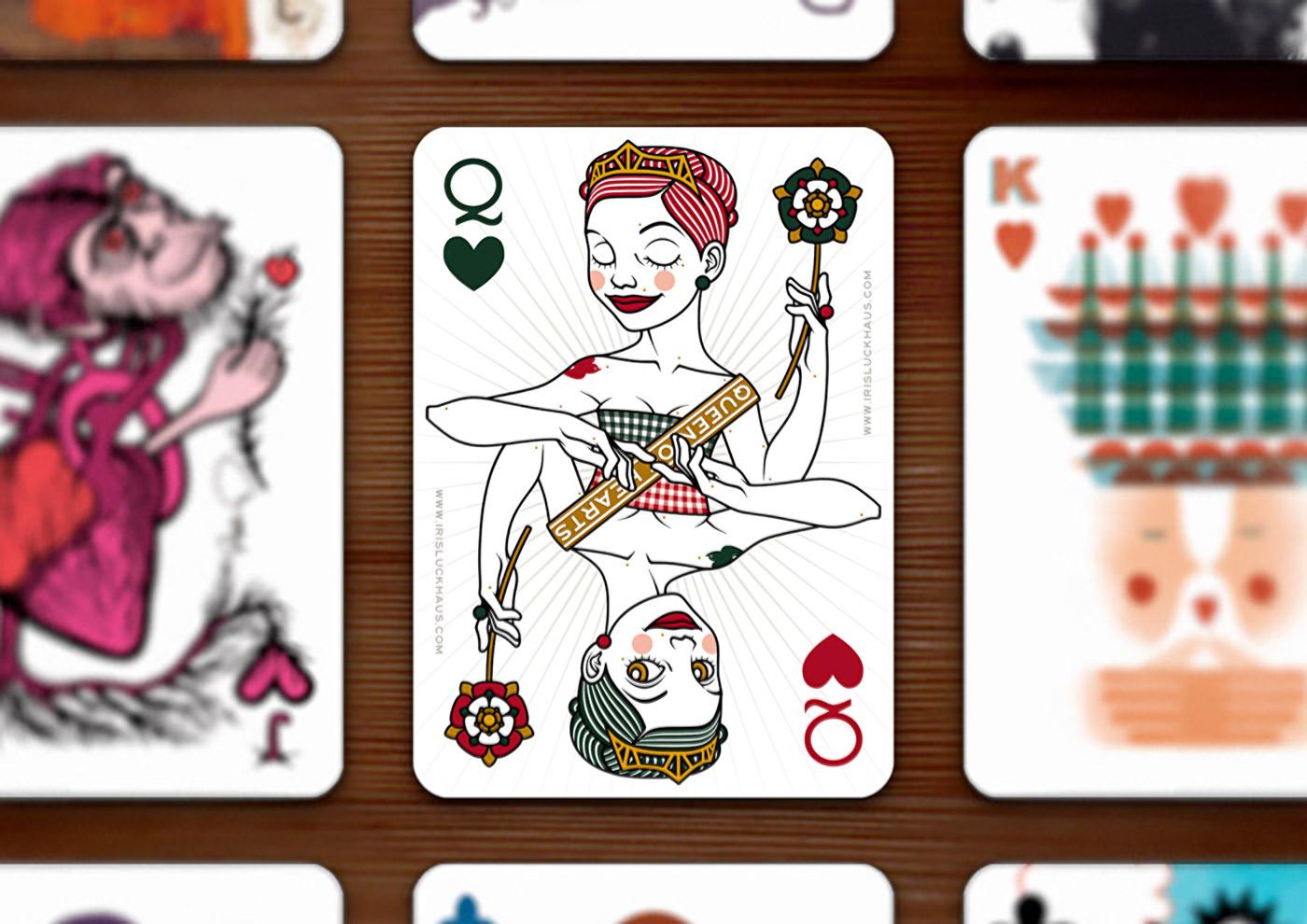 Herzdame (Queen of Hearts) Spielkarte im 52 Aces Reloaded Pokerdeck für Zeixs im Set auf dem Tisch