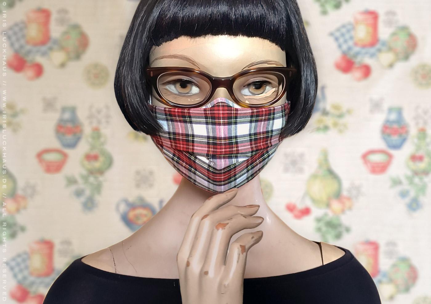 Optimierte Hybrid-Maske als Übermaske, Cover, Hülle oder Überzug; Alltagsmaske, Mund-Nase-Maske oder Mund-Nase-Bedeckung zum Selbstnähen mit Anleitung, Schnittmuster und Schablone auf Stoff mit Nasenbügel, Filteröffnung und Tunnelzug für Ohrhalter und Kopfbändel von Iris Luckhaus