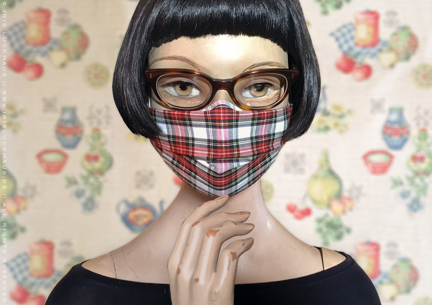 Optimized hybrid cloth mask or fabric face covering as an over mask, outer layer, mask cover or sleeve for a medical FFP2 / KN95 / N95 / PPE or surgical mask; to make or sew yourself with instructions, pattern and template with reverse nose pleat for glasses, filter opening for space and drawstring channels with ear loops and head ties for a a gapless fit by Iris Luckhaus
