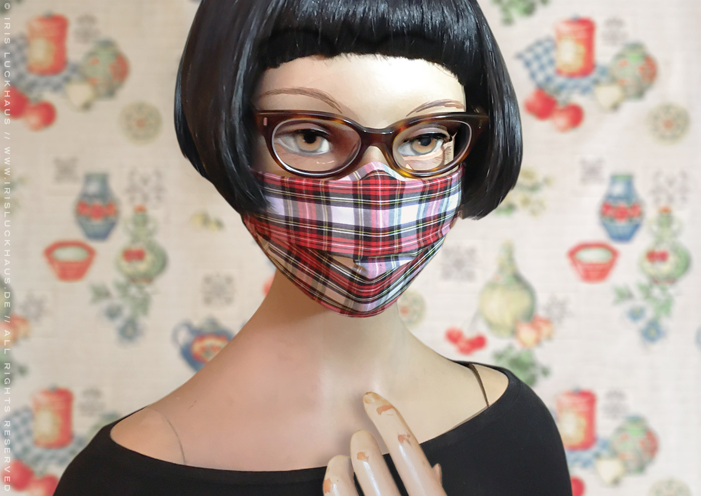 Hybrid cloth mask or fabric face covering as a top mask, outer cover or sleeve, with reverse nose pleat for glasses, filter opening for space, channels with ear loops and head ties for a a gapless fit for glasses by Iris Luckhaus, to make or sew yourself with instructions, pattern and template